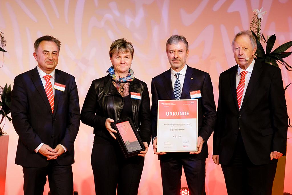 """""""Unternehmen des Jahres 2017""""-Auszeichnung für die digades GmbH vom Ostdeutschen Sparkassenverband - Foto: Ostdeutscher Sparkassenverband"""